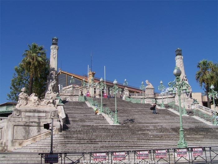 Le monumental escalier de la gare saint charles for Escalier helicoidale marseille